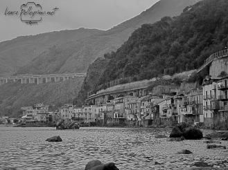 casette_sul_mare_bianco_e_nero