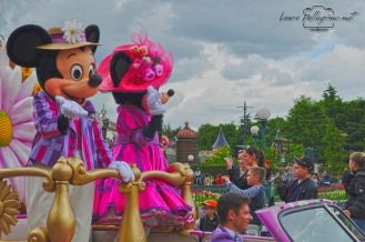 parade_MickeyMouse_Minnie_Disneyland_Paris