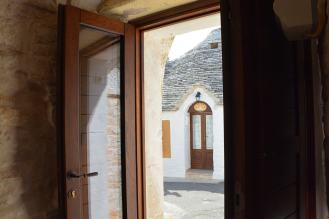interno_trullo_riflesso-min