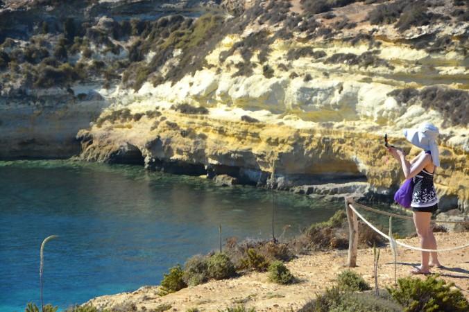 turista_vacanza_lampedusa_spiaggiadeiconigli