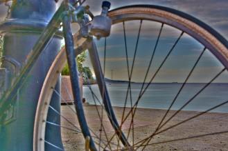 bicicletta_mare_pilone_stretto_scilla